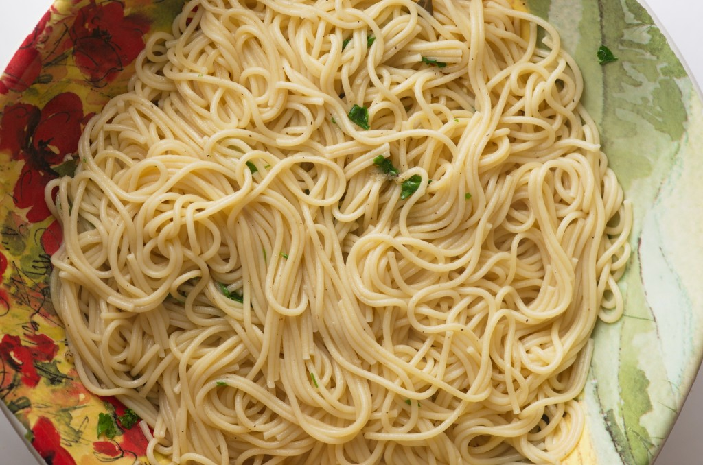 Spaghetti noodles seasoned with olive oil, garlic and parsley.